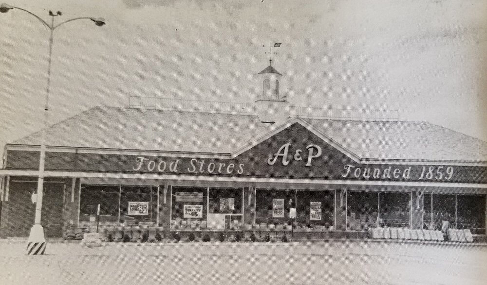 Продуктовый магазин A&P (Atlantic & Pacific) открылся в Уолполе 20 января 1960 года. Это нынешнее место аптеки CVS в центре города.