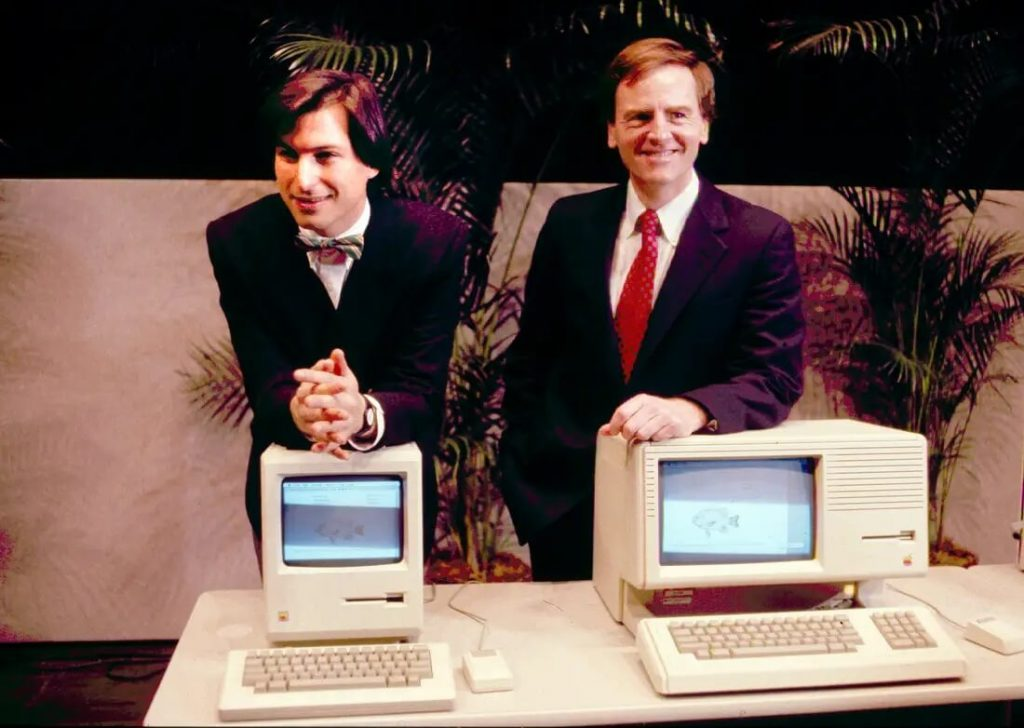 Оригинальный настольный компьютер Macintosh впервые появился на рынке 24 января 1984 года.