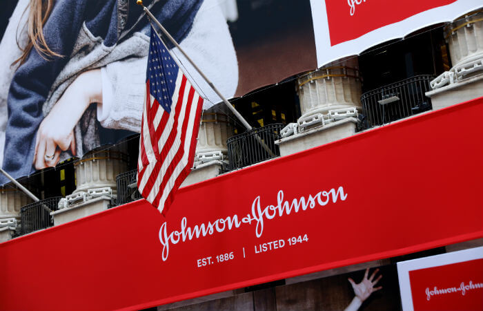 Вывеска J&J в Нью-Йорке