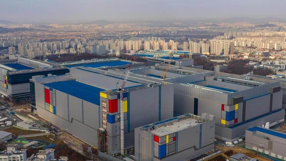 Завод по производству полупроводников Samsung недалеко от Хвасона, провинция Кенги, Южная Корея. Bloomberg