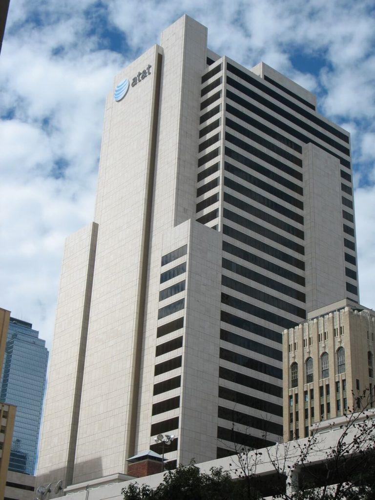 Здание где находится штаб квартира компании AT&T. Даллас, Техас