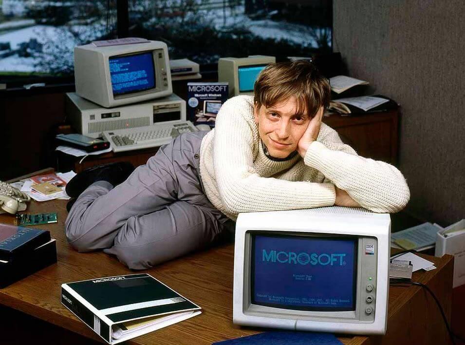Молодой генеральный директор Билл Гейтс, около 27 лет, в своем офисе Microsoft в 1982 году