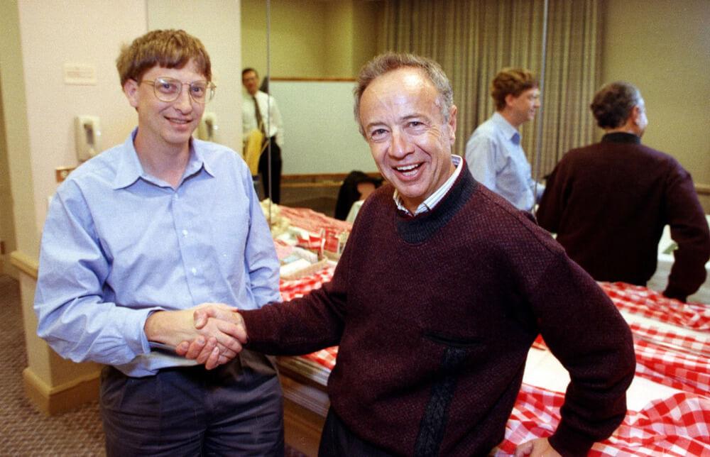 Гроув с Биллом Гейтсом в 1992 году, когда Intel и Microsoft готовились запустить новую функцию видео в Windows.