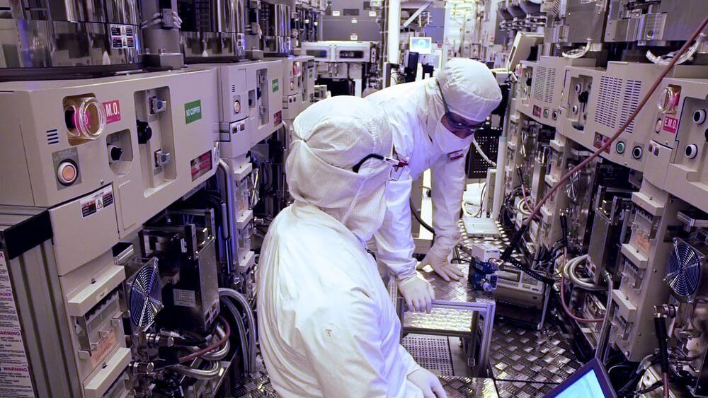 Производство микропроцессоров на заводе Intel