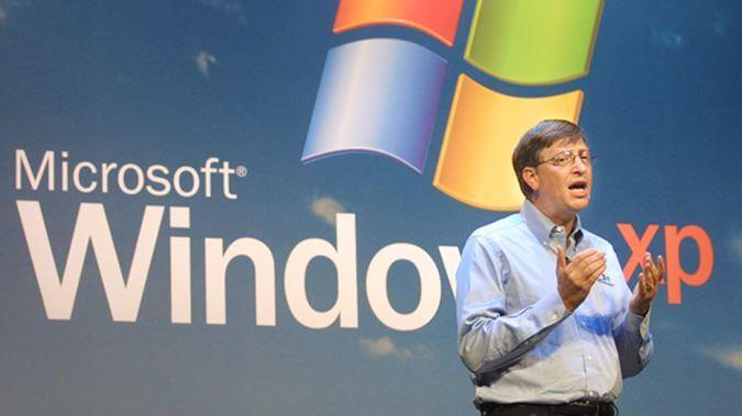 Билл Гейтс на презентации новой операционной системы Windows XP в 2001 году