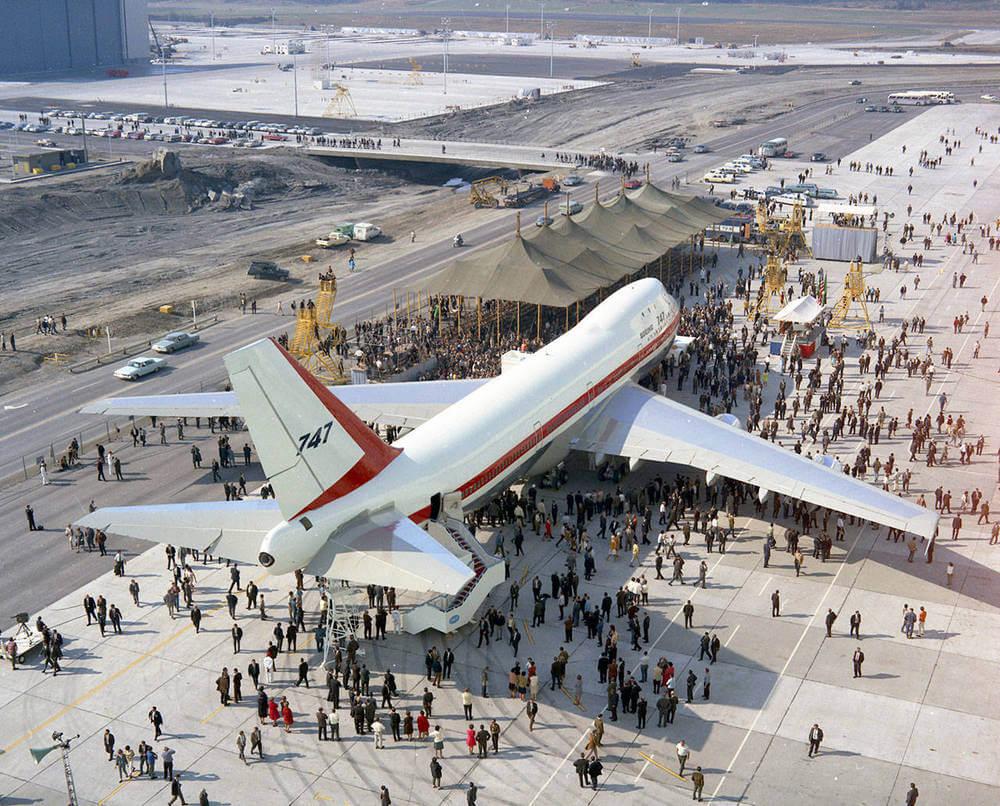 Церемония выкатки первого Boeing 747 на заводе в Эверетте. (Boeing Co.). 30 сентября, 1968 г.