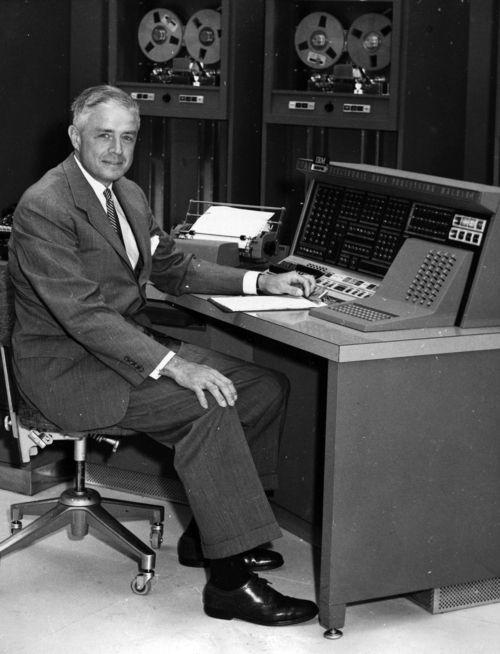 Томас Джон Уотсон — американский предприниматель, генеральный директор компании IBM.