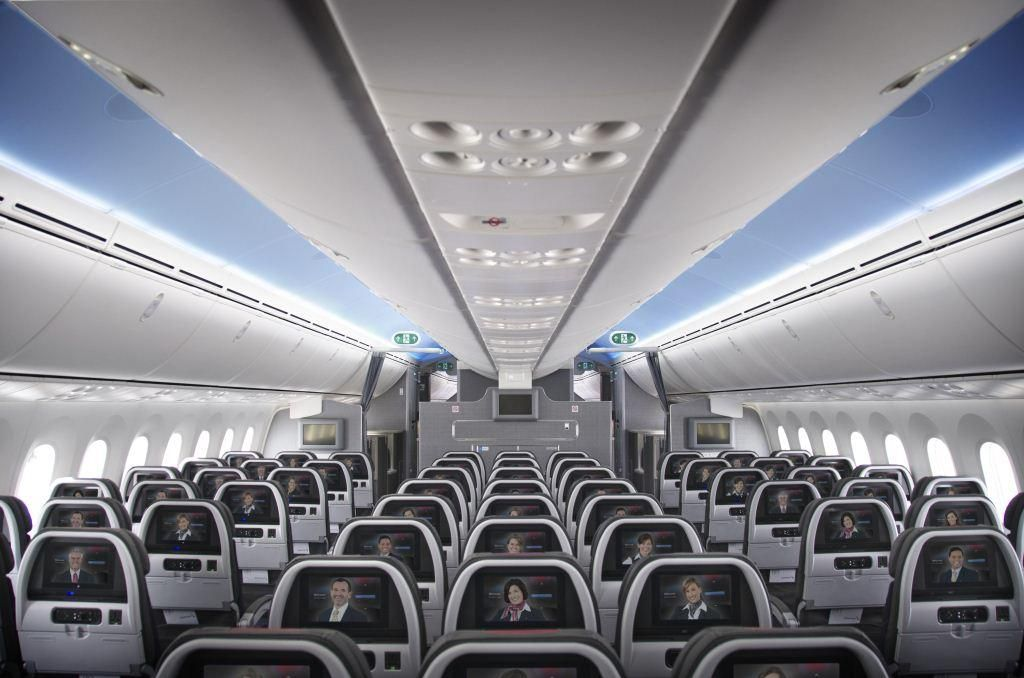 Внутри самолета Boeing 787 Dreamliner