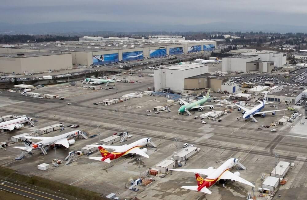 Boeing Everett Factory - самое большое здание в мире по объему.