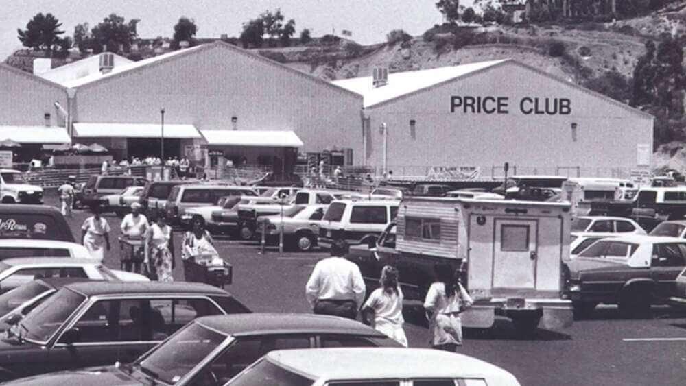 Семья Прайс разместила склад №1 Прайс-Клуба (Price Club) внутри ряда старых ангаров для самолетов, ранее принадлежавших Говарду Хьюзу; этот склад, теперь известный как Costco Warehouse, все еще работает.