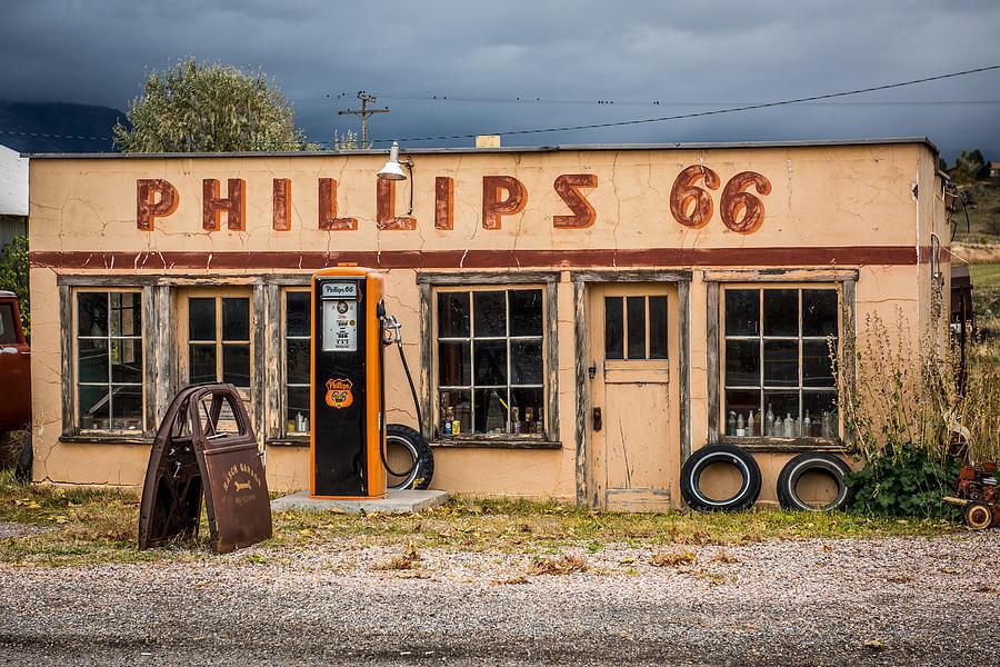 Старая заправочная станция Phillips 66