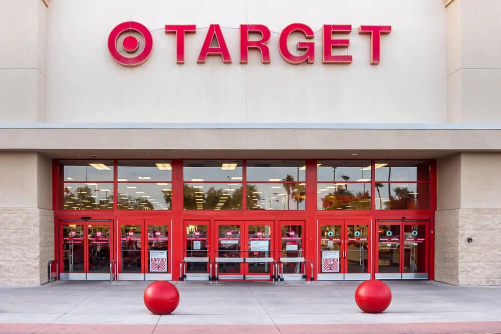Вход в магазин TARGET
