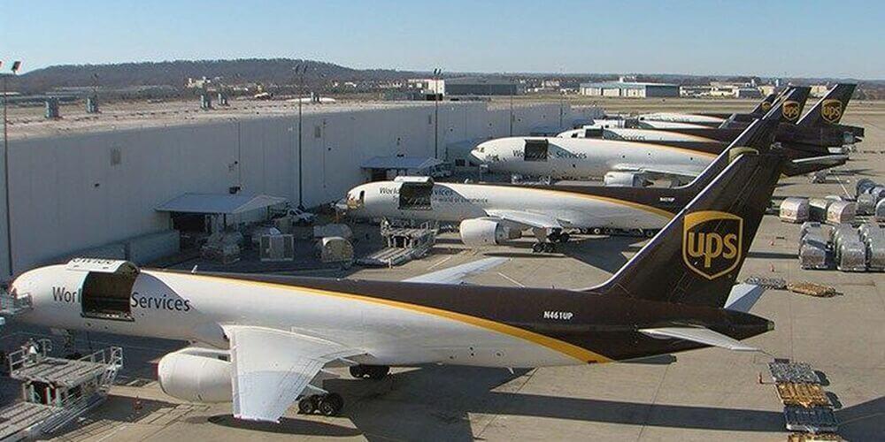 Парк самолетов компании UPS, насчитывает более 200 самолетов.